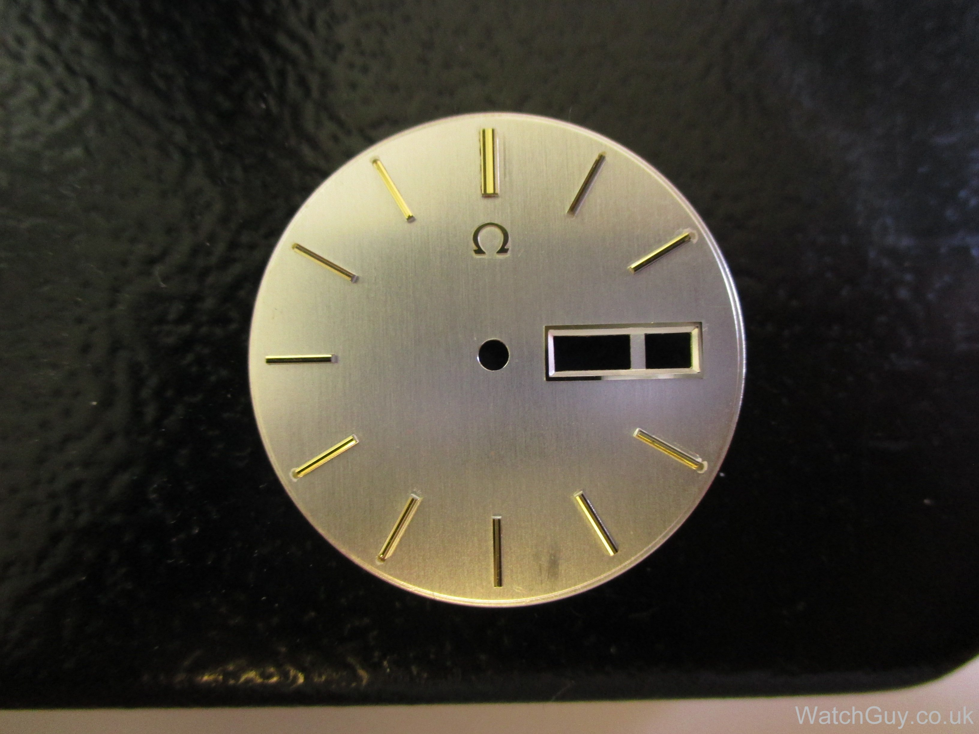 how to clean watch dial